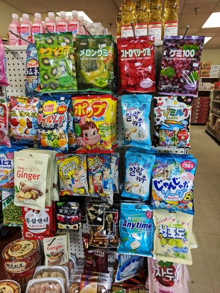 Hana Market: Candy and snacks