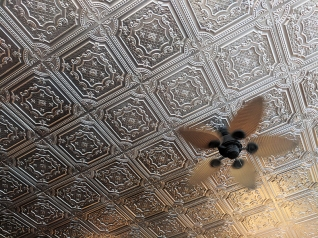 Ngon Bistro: Ceiling