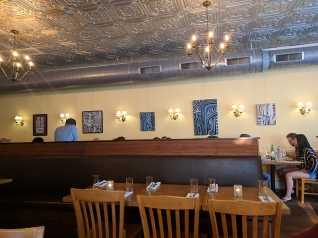 Ngon Bistro: Decor