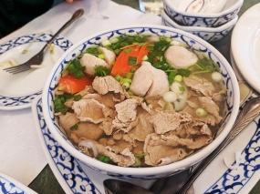Ruam Mit Thai: Rice noodle soup