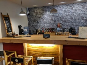 Tomatin: Visitor Centre bar