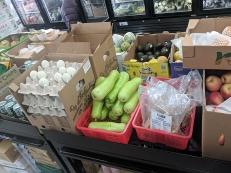 Viet Hoa Lao Market: Eggs and veg