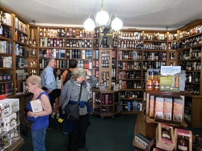 Royal Mile Whiskies: Interior