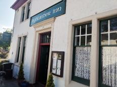 The Highlander Inn: Entrance