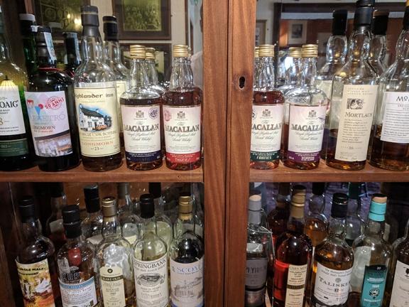 The Highlander Inn: Macallan replicas etc