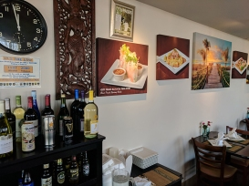 Joy's Thai: Wine, decor