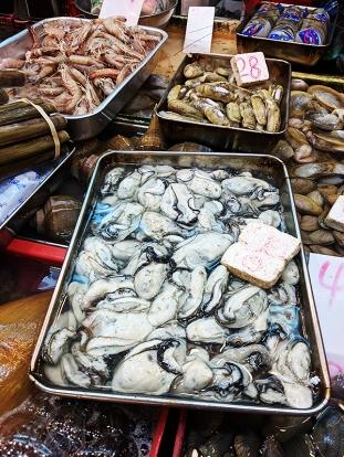 Sai Ying Pun Market, Shucked oysters