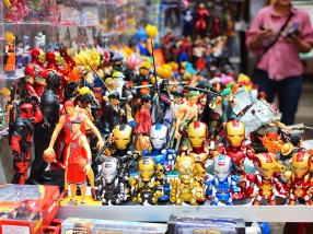 Ladies Market, Action Figures