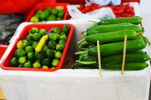 Hong Kong Fruit and Veg: Little limes, long gourds