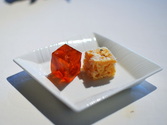lung king heen, petit fours