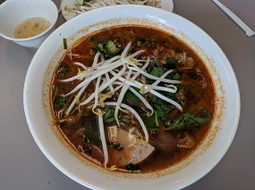 pho everest, bun bo hue, dressed