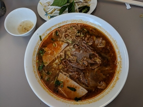 pho everest, bun bo hue