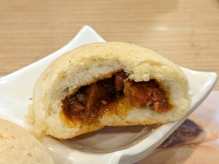 tim ho wan, barbecue pork bun, inside