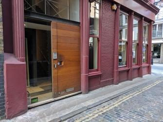 SMWS London, Entrance