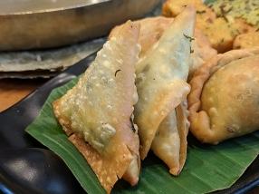 Soam, Palak-cheese samosa