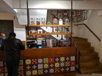 Bagundi, Cashier, Stairs