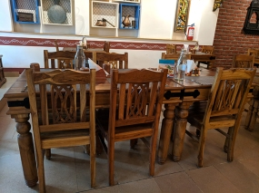 Bagundi, Tables and chairs
