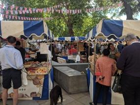 Duke of York's Square Market, Shoppers