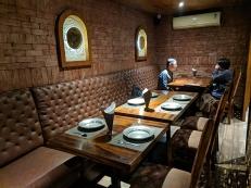 Khyen Chyen, Interior
