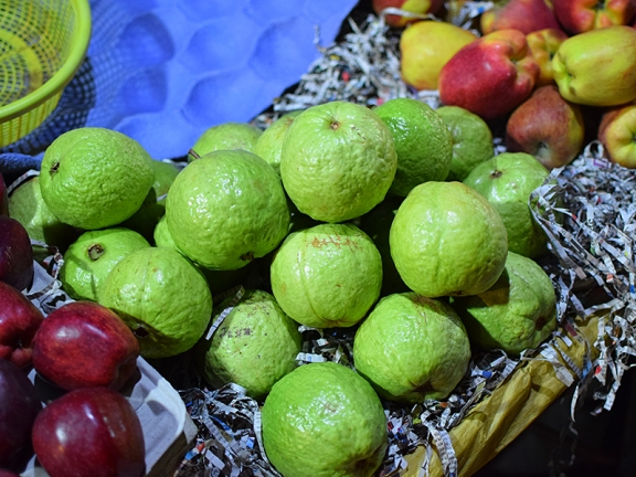 Mangal Bazar, Guavas