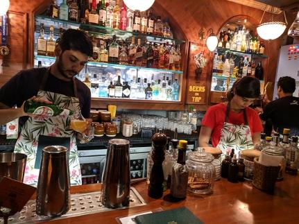 O Pedro, Bartenders