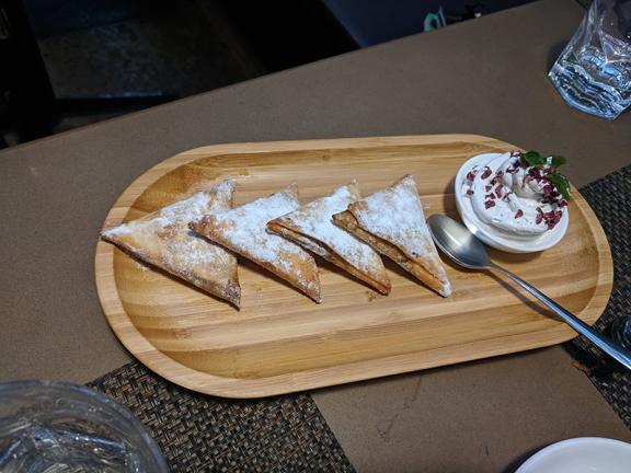 Cafe Lota, Khajur ke Samose