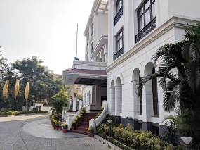 Goa Niwas, Entrance