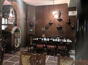 Chor Bizarre, Interior