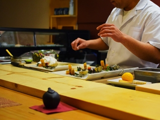 Shin Sushi, Assembly