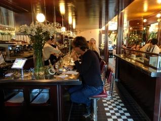 L'Express, Bar