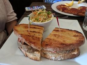Crooked Spoon, Meatloaf sandwich