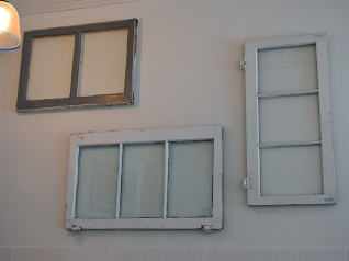 Tenant 2, Windows
