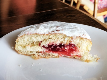 World's Best Donuts, Raspberry bismark