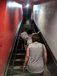 Yakitori Totto, Stairs