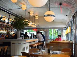 Empire Diner, Bar