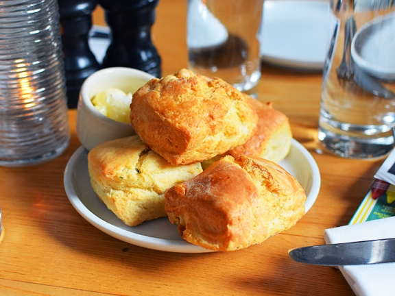 Empire Diner, Biscuits
