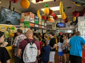 Gray's Papaya, Lunch Crowd