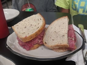 Pastrami Queen, Corned beef