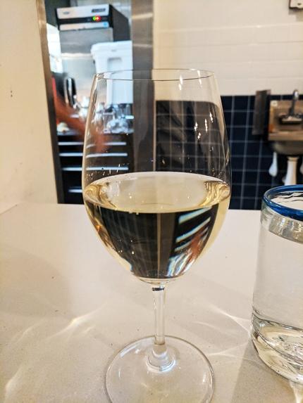 Tenant 4, Wine 1, pour