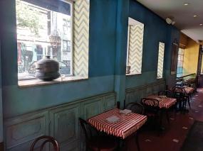 The Bombay Bread Bar, Decor