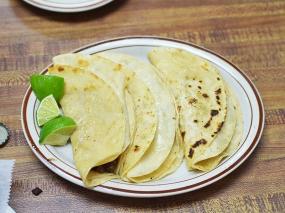 Homi III, Tacos