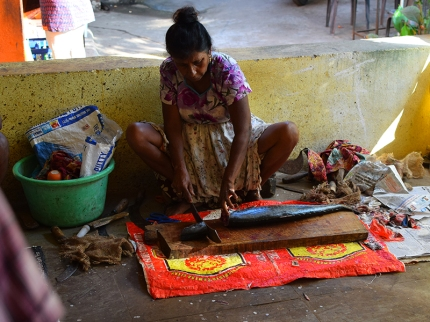 32. Assolna Market, Fish cutter