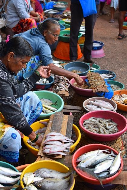 3. Assolna Market, More fishmongers