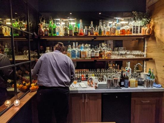 Demi, Cocktail bar