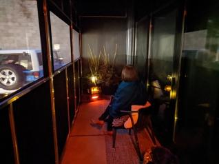 Demi, Heated porch