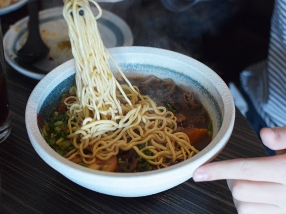 Magic Noodle, Taiwanese Tomato Beef Brisket Noodle Soup2