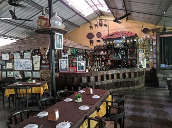 Fernando's Nostalgia, Bar