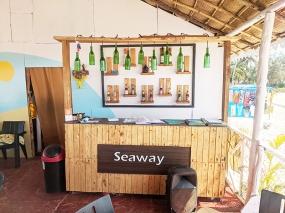 Seaways, Bar