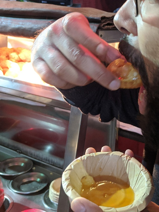 Chaat Chowk, Into the mouth