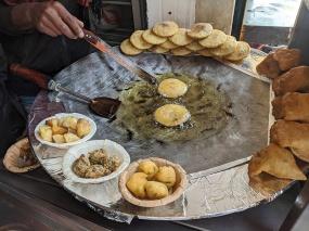 Chaat ki Baat, Tikkis frying